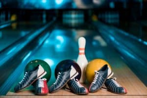 how to choose bowling shoes